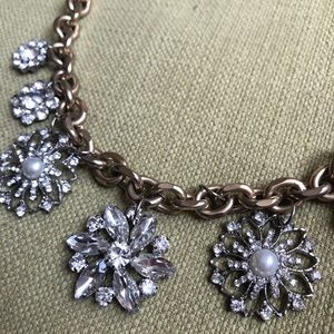Jewelry - Boutique Style Gold/Silver Flower Necklace